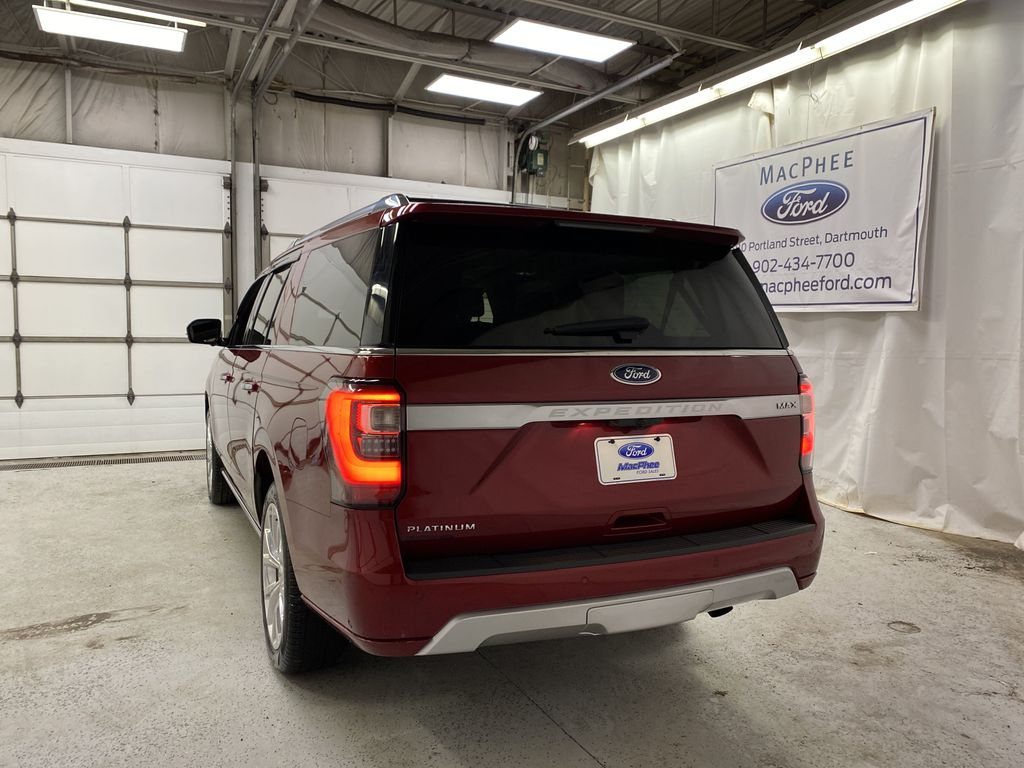 Red[Ruby Red Metallic Tinted Clearcoat] 2018 Ford Expedition Rear of Vehicle Photo in Dartmouth NS