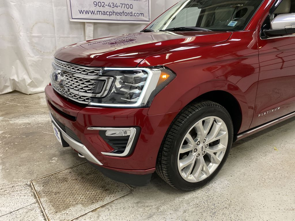 Red[Ruby Red Metallic Tinted Clearcoat] 2018 Ford Expedition Left Front Corner Photo in Dartmouth NS