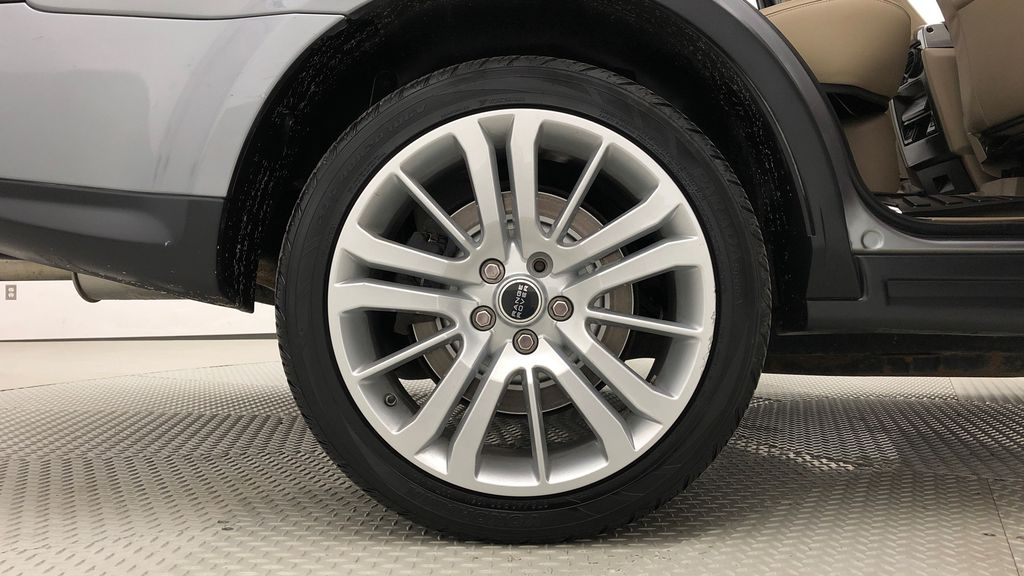 Gray[Orkney Grey Metallic] 2012 Land Rover Range Rover HSE LUX 4WD - Navigation, Almond Leather Right Rear Rim and Tire Photo in Winnipeg MB