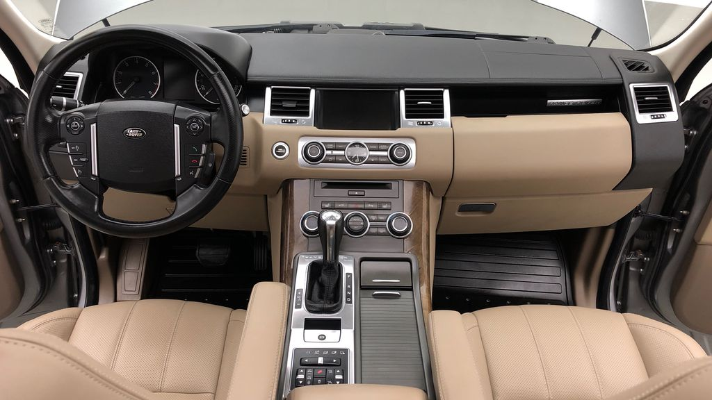 Gray[Orkney Grey Metallic] 2012 Land Rover Range Rover HSE LUX 4WD - Navigation, Almond Leather Central Dash Options Photo in Winnipeg MB