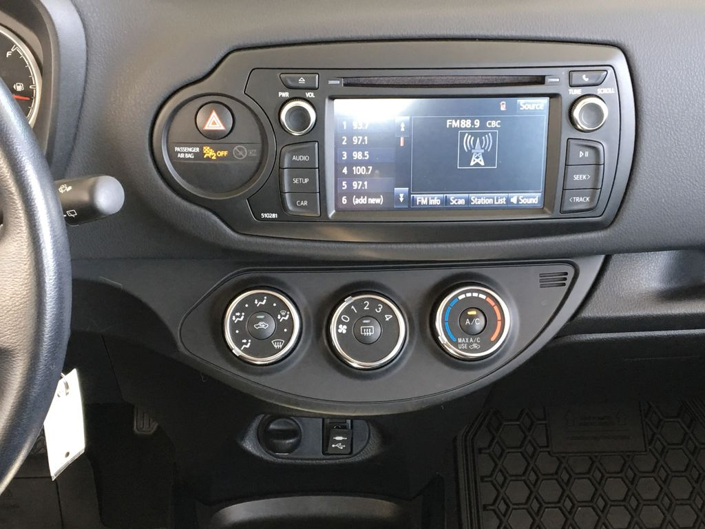 White[Alpine White] 2018 Toyota Yaris Hatchback SE Central Dash Options Photo in Kelowna BC