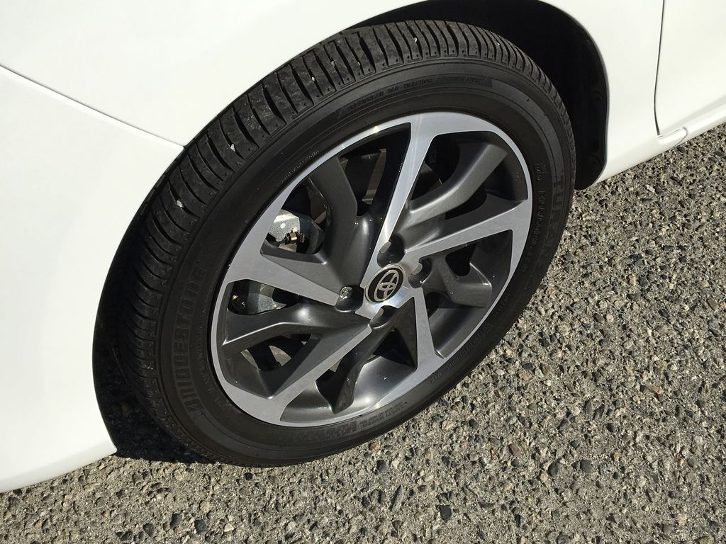 White[Alpine White] 2018 Toyota Yaris Hatchback SE Left Front Rim and Tire Photo in Kelowna BC