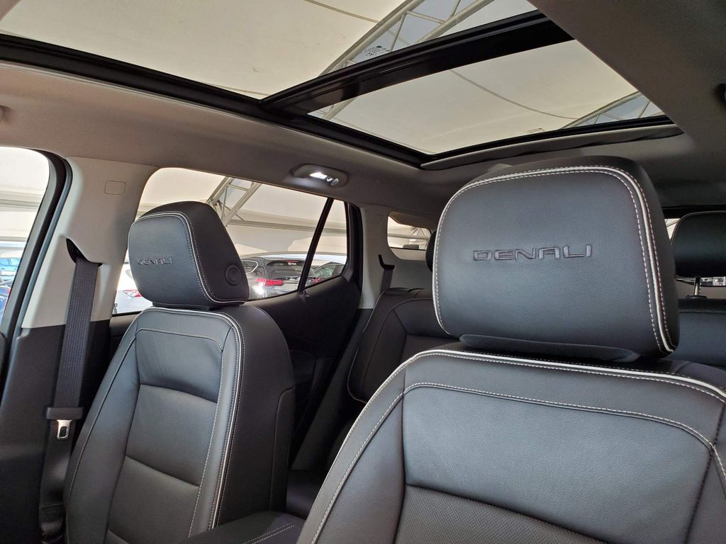 2018 GMC Terrain Driver's Side Door Controls Photo in Airdrie AB