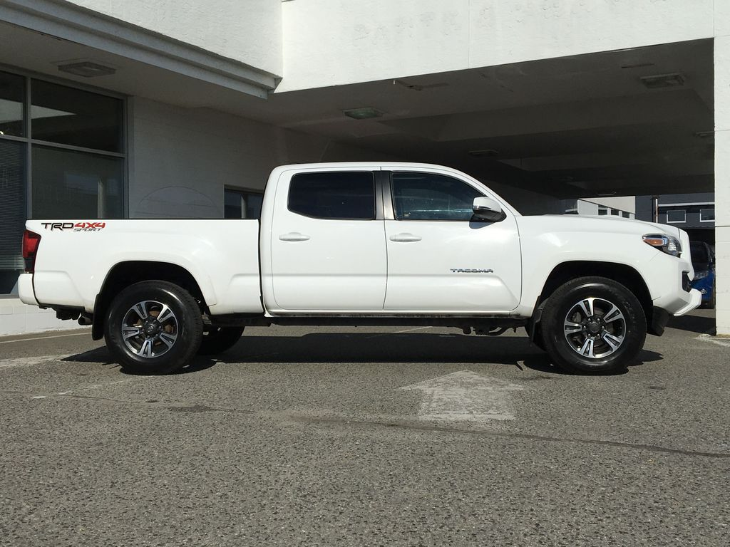 White[Alpine White] 2018 Toyota Tacoma TRD Sport Right Side Photo in Kelowna BC