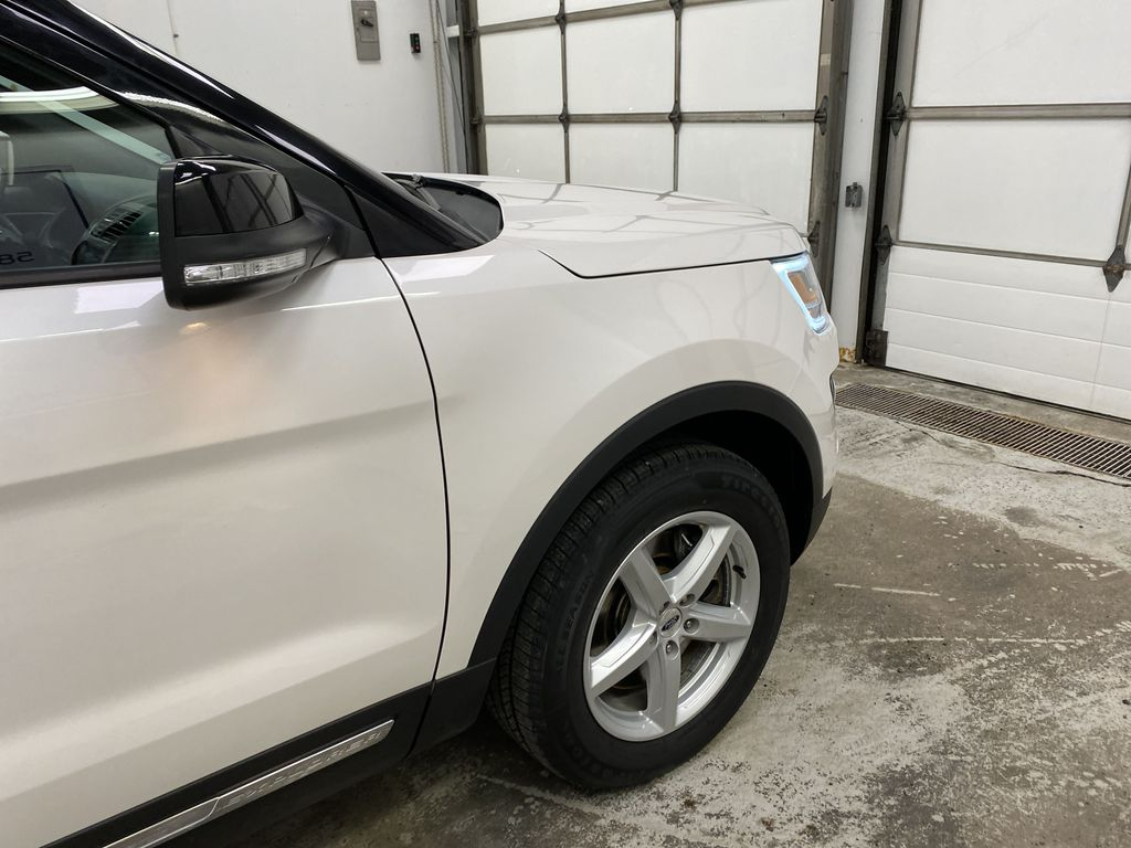 Black[Shadow Black] 2017 Ford Explorer Right Front Corner Photo in Dartmouth NS