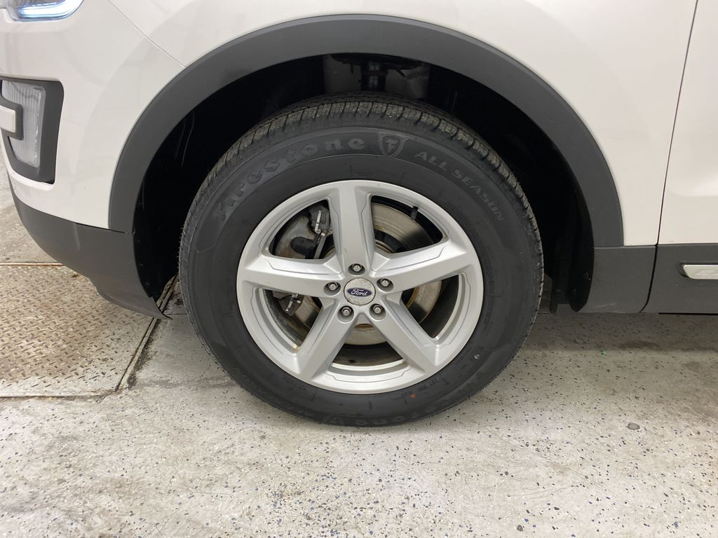 Black[Shadow Black] 2017 Ford Explorer Left Front Rim and Tire Photo in Dartmouth NS