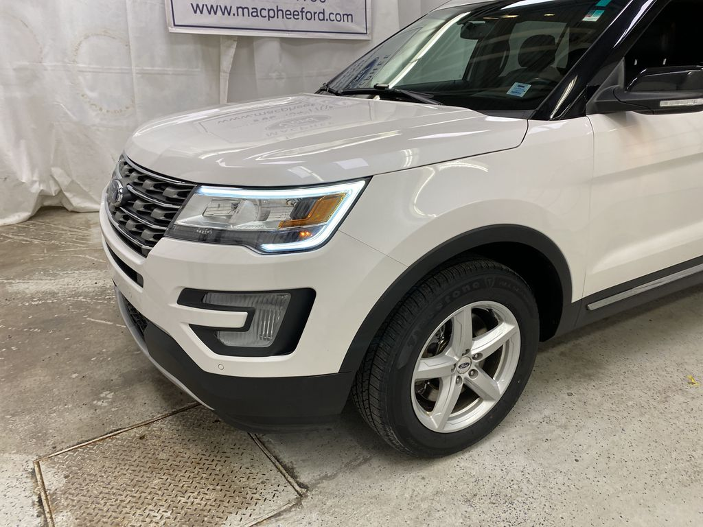 Black[Shadow Black] 2017 Ford Explorer Left Front Corner Photo in Dartmouth NS