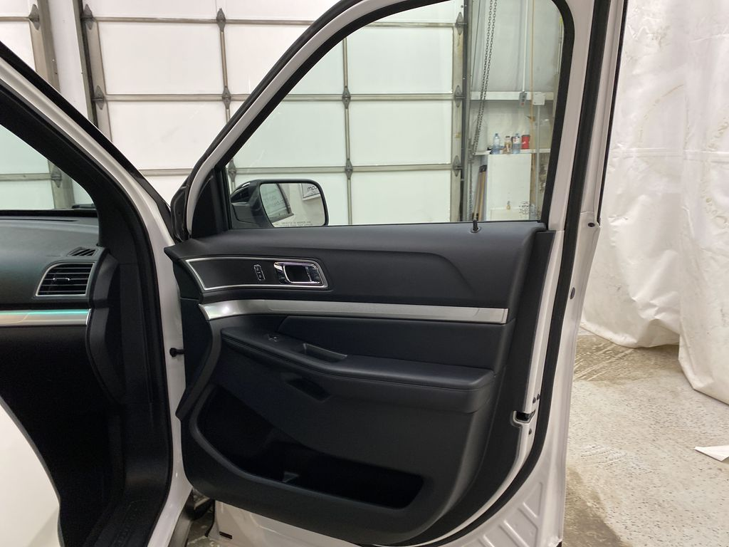 Black[Shadow Black] 2017 Ford Explorer Right Front Interior Door Panel Photo in Dartmouth NS