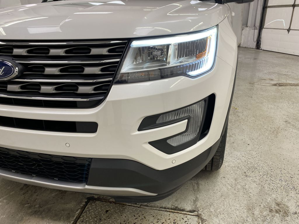 Black[Shadow Black] 2017 Ford Explorer Left Front Head Light / Bumper and Grill in Dartmouth NS