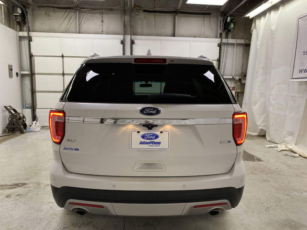 Black[Shadow Black] 2017 Ford Explorer Rear of Vehicle Photo in Dartmouth NS