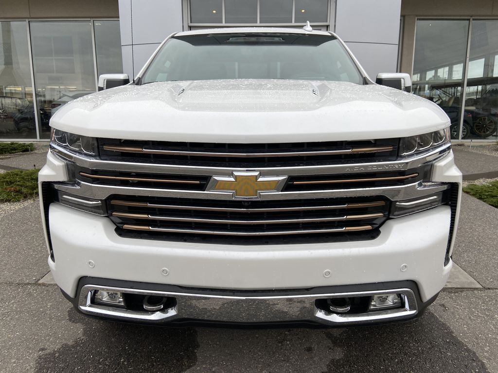 White[Iridescent Pearl Tricoat] 2021 Chevrolet Silverado 1500 High Country Front Vehicle Photo in Calgary AB