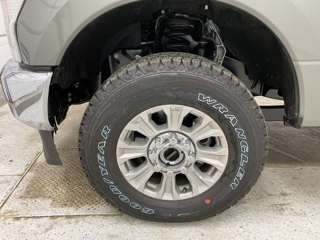 Silver[Iconic Silver Metallic] 2020 Ford Super Duty F-350 SRW Left Front Rim and Tire Photo in Dartmouth NS