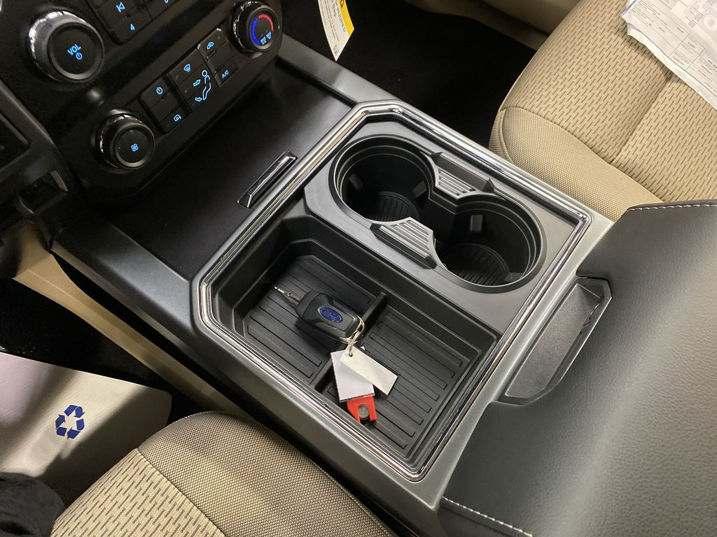 Silver[Iconic Silver Metallic] 2020 Ford Super Duty F-350 SRW Center Console Photo in Dartmouth NS