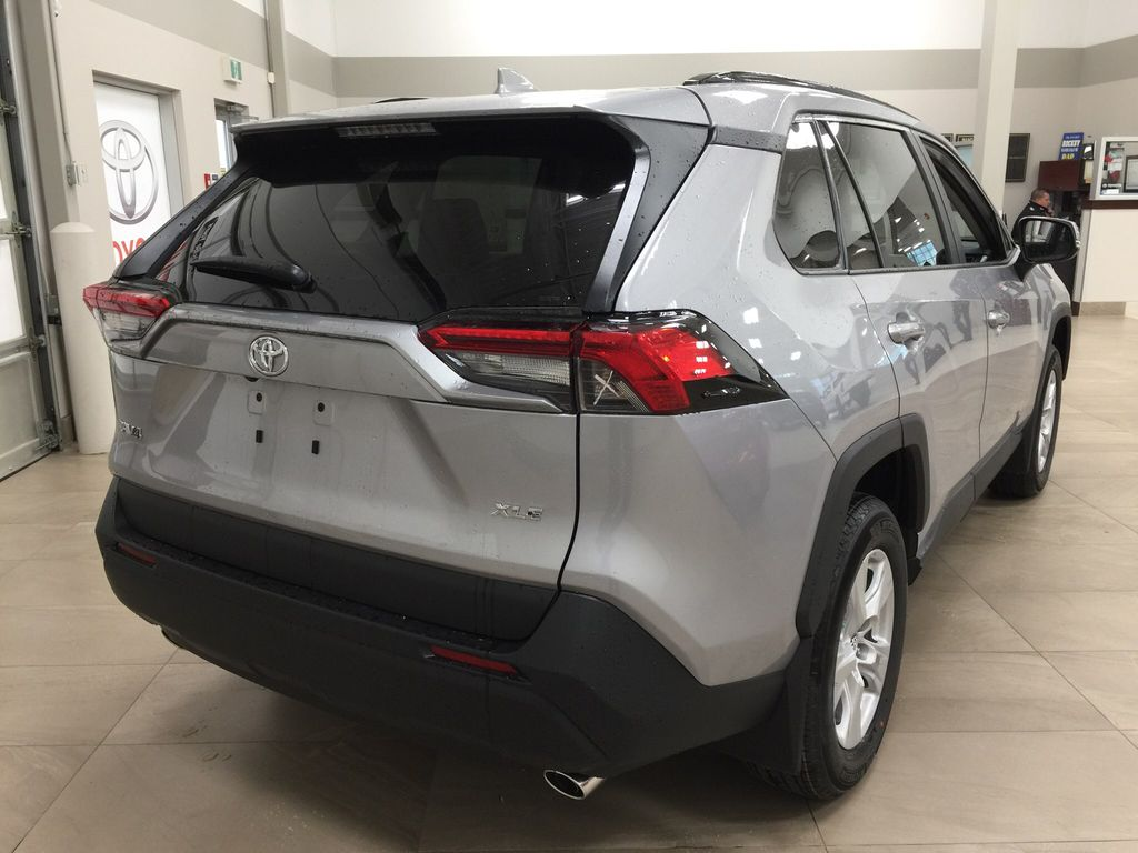 Silver[Silver Sky Metallic] 2021 Toyota RAV4 XLE FWD Right Rear Corner Photo in Sherwood Park AB