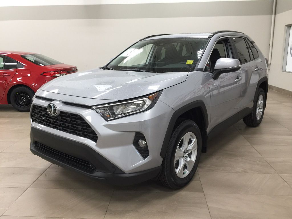 Silver[Silver Sky Metallic] 2021 Toyota RAV4 XLE FWD Left Front Corner Photo in Sherwood Park AB