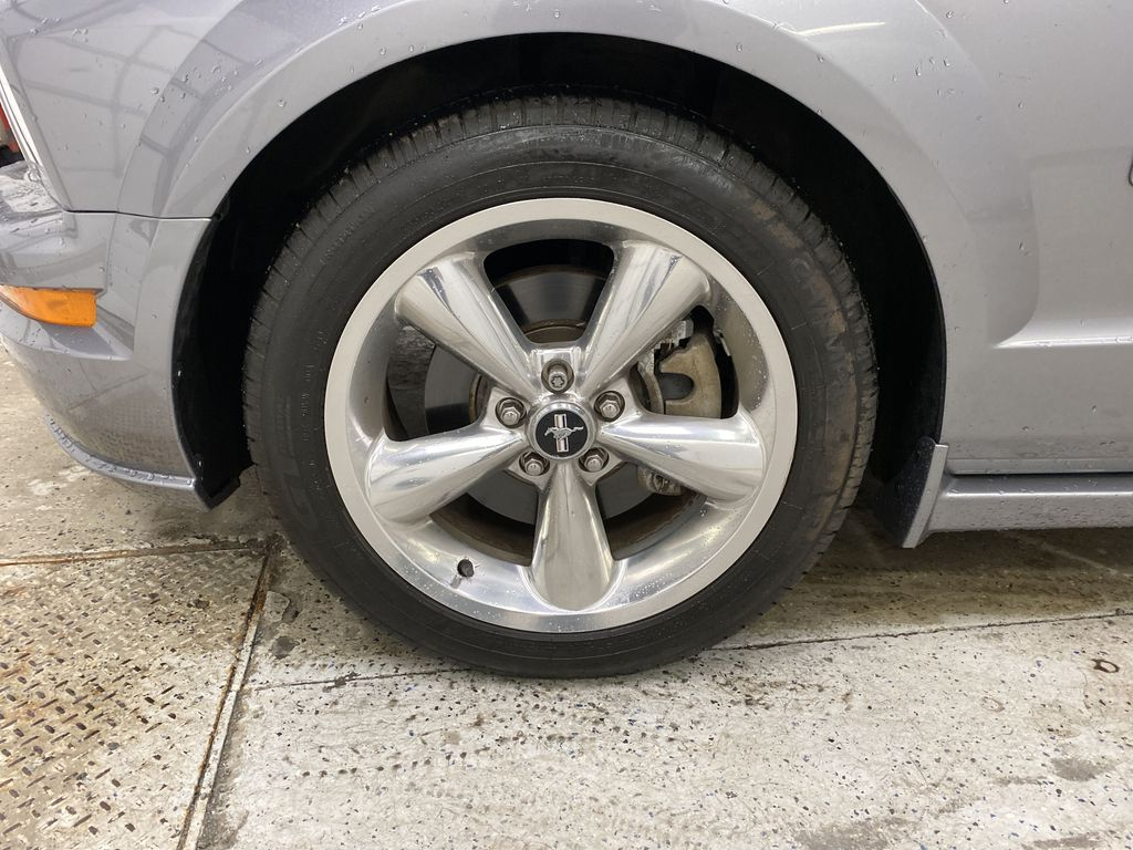 2006 Ford Mustang Left Front Rim and Tire Photo in Dartmouth NS