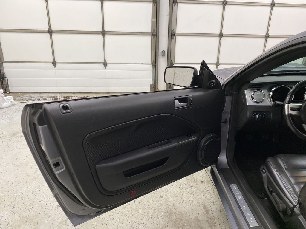 2006 Ford Mustang Left Front Interior Door Panel Photo in Dartmouth NS