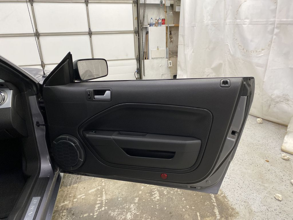 2006 Ford Mustang Right Front Interior Door Panel Photo in Dartmouth NS