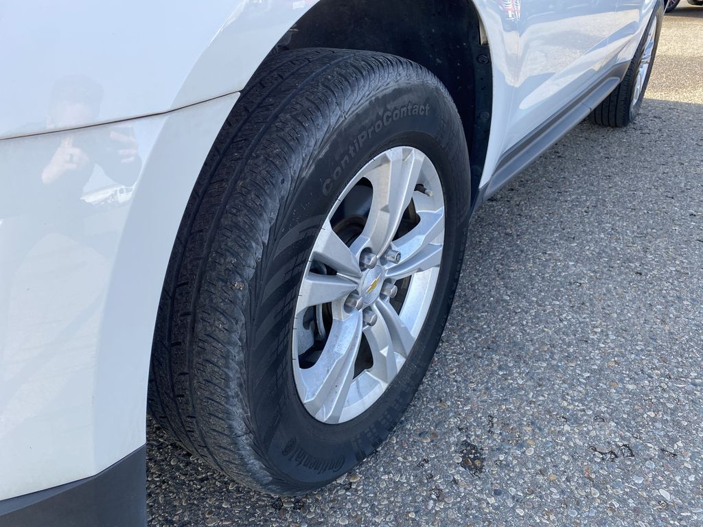 White 2013 Chevrolet Equinox FWD 4dr LS  *Low KMS**MP3 Capability**Cruise Control* Left Front Rim and Tire Photo in Brandon MB