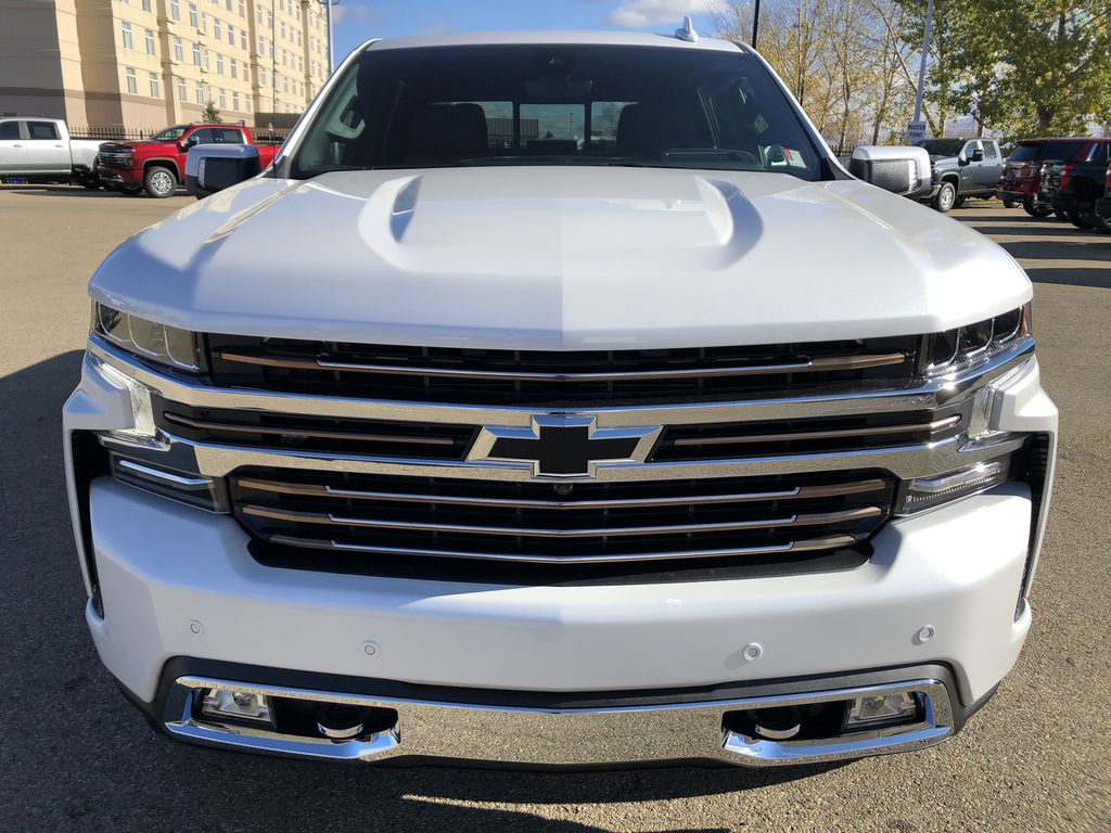 White[Iridescent Pearl Tricoat] 2021 Chevrolet Silverado 1500 Front Vehicle Photo in Edmonton AB
