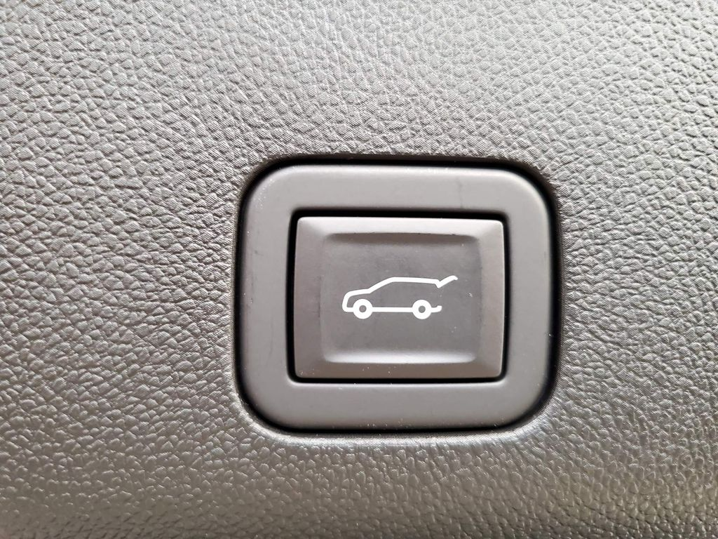 White 2021 Chevrolet Tahoe Right Front Interior Door Panel Photo in Airdrie AB