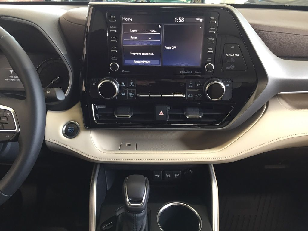 Brown[Opulent Amber] 2020 Toyota Highlander XLE Central Dash Options Photo in Sherwood Park AB