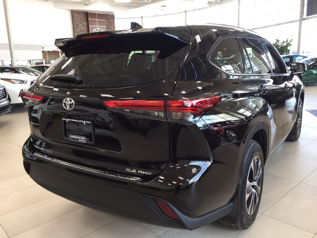 Brown[Opulent Amber] 2020 Toyota Highlander XLE Right Rear Corner Photo in Sherwood Park AB