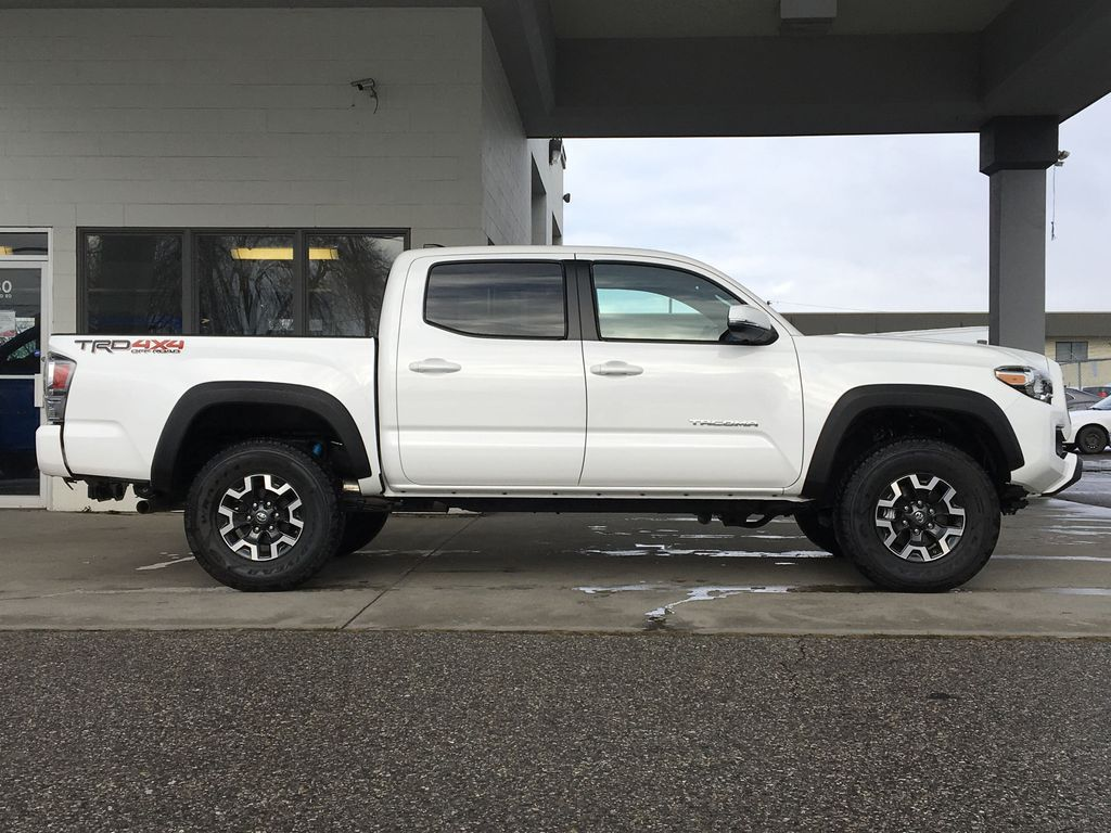 White[Super White] 2020 Toyota Tacoma TRD Off Road Right Side Photo in Kelowna BC