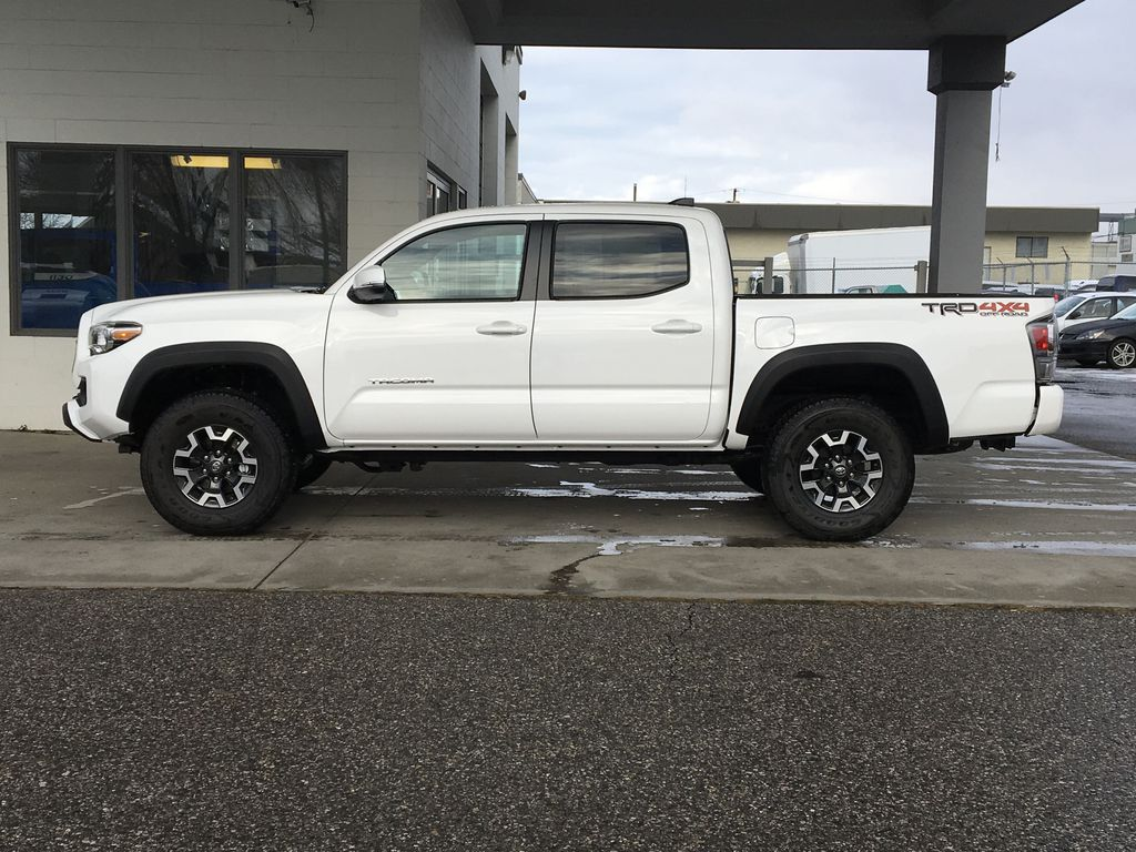 White[Super White] 2020 Toyota Tacoma TRD Off Road Left Side Photo in Kelowna BC