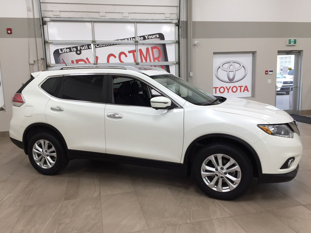 White[Glacier White] 2016 Nissan Rogue SV AWD Right Side Photo in Sherwood Park AB