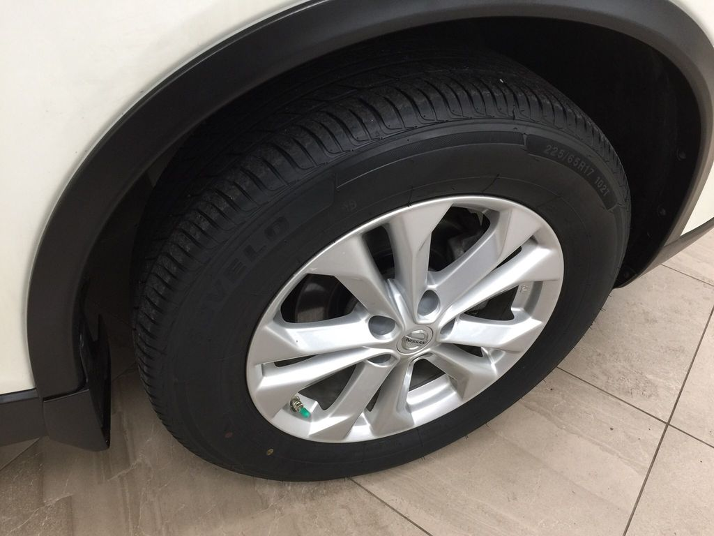 White[Glacier White] 2016 Nissan Rogue SV AWD Right Front Rim and Tire Photo in Sherwood Park AB