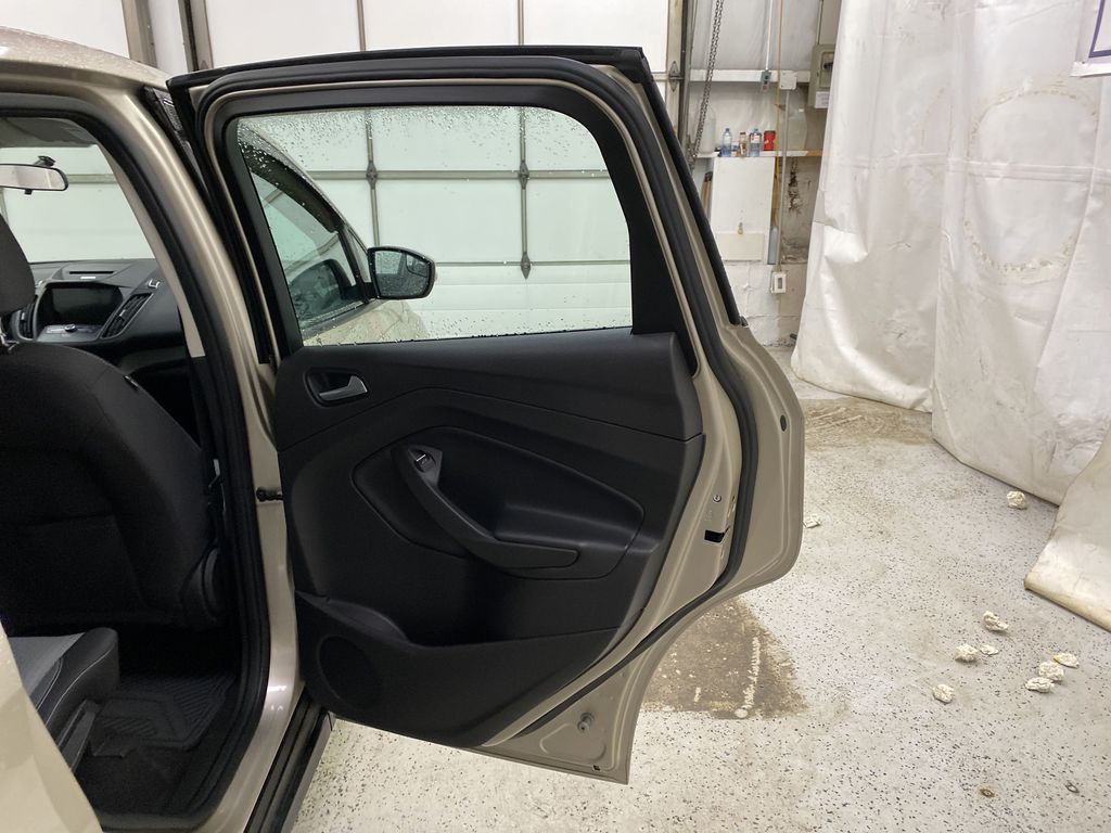 White[Oxford White] 2017 Ford C-Max Hybrid Right Rear Interior Door Panel Photo in Dartmouth NS