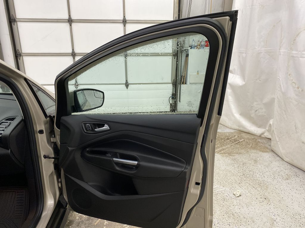 White[Oxford White] 2017 Ford C-Max Hybrid Right Front Interior Door Panel Photo in Dartmouth NS