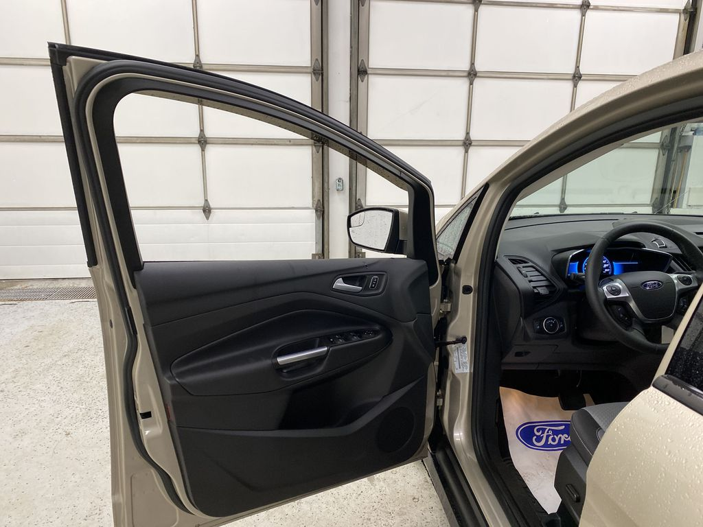 White[Oxford White] 2017 Ford C-Max Hybrid Left Front Interior Door Panel Photo in Dartmouth NS