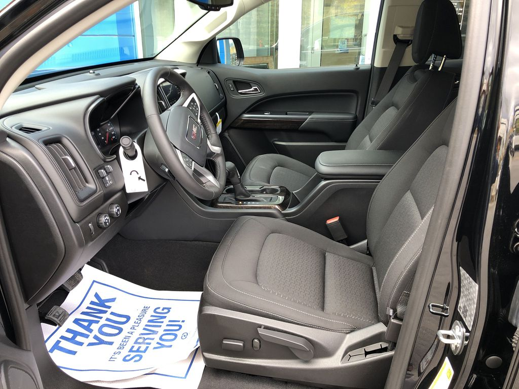 Black[Onyx Black] 2020 GMC Canyon SLE Left Front Interior Photo in Canmore AB