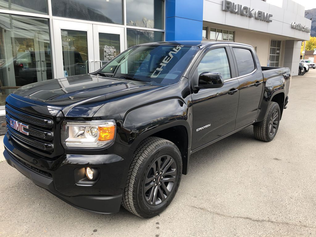 Black[Onyx Black] 2020 GMC Canyon SLE Right Front Corner Photo in Canmore AB