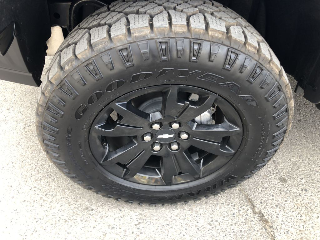 Blue[Kinetic Blue Metallic] 2020 Chevrolet Colorado ZR2 Left Front Rim and Tire Photo in Canmore AB