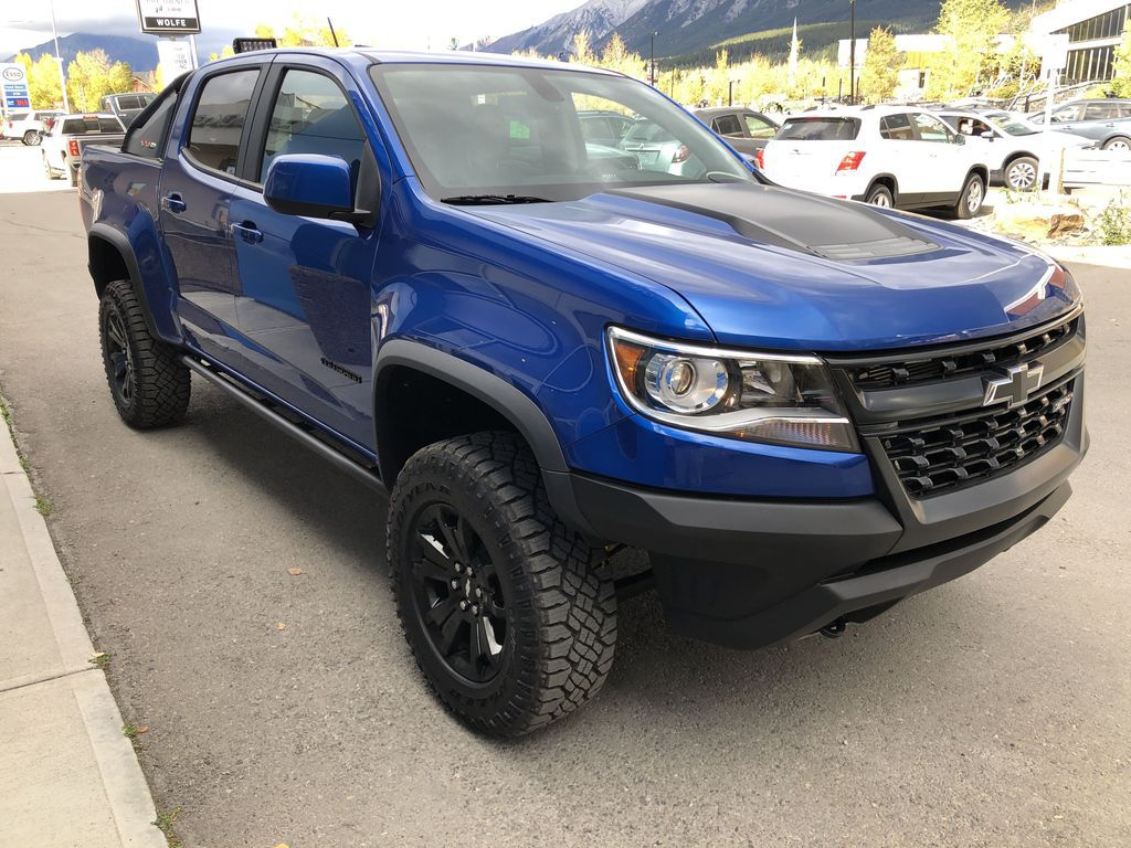 Blue[Kinetic Blue Metallic] 2020 Chevrolet Colorado ZR2 Right Front Corner Photo in Canmore AB