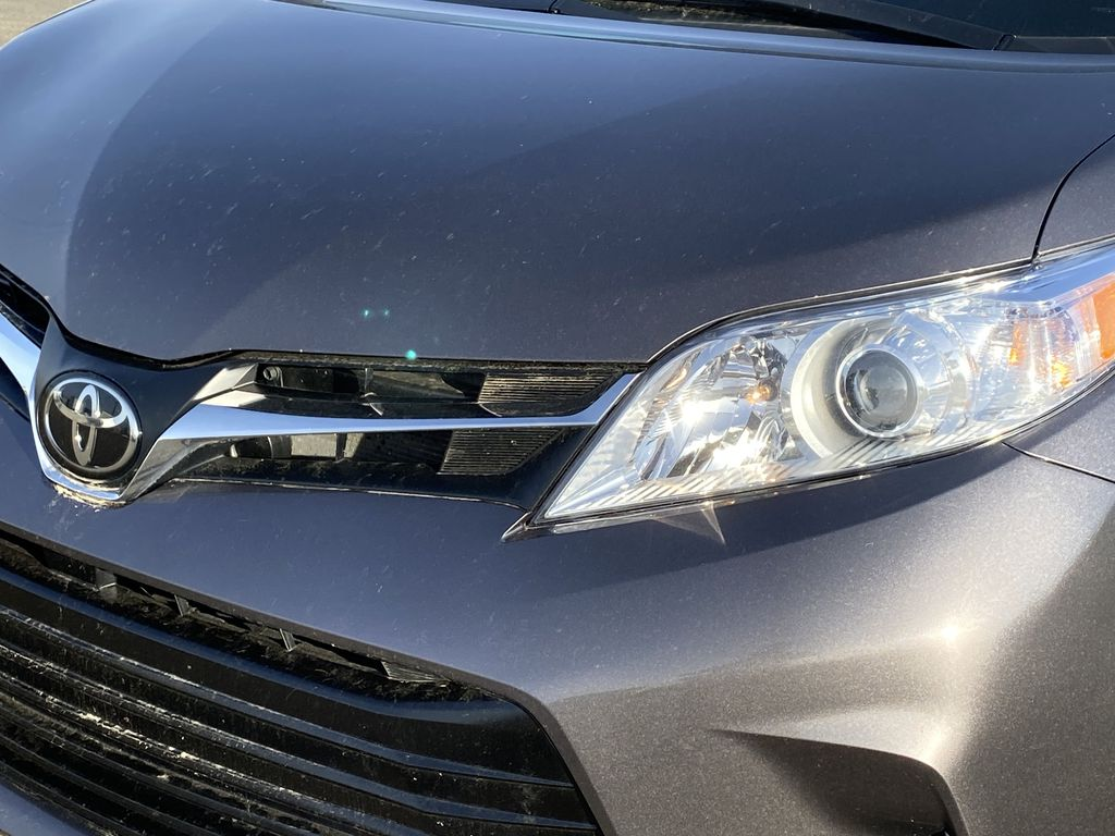 Gray[Pre-Dawn Grey Mica] 2019 Toyota Sienna Left Front Head Light / Bumper and Grill in Edmonton AB