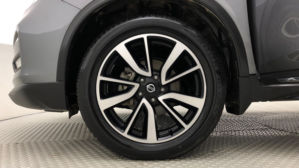 Gray[Gun Metallic] 2019 Nissan Rogue SL AWD - Panoramic Roof, Leather, Nav, Remote Start Left Front Rim and Tire Photo in Winnipeg MB