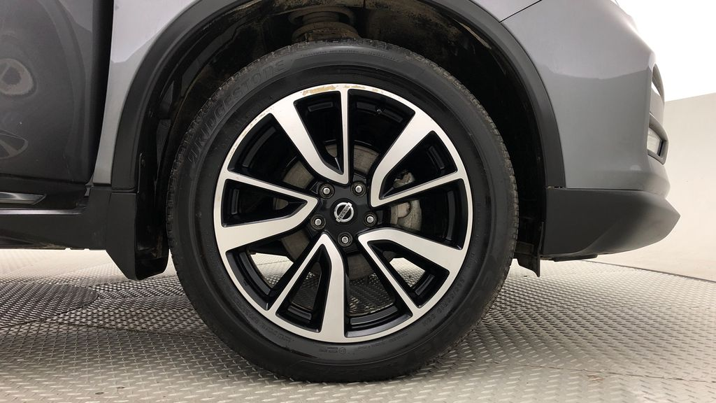 Gray[Gun Metallic] 2019 Nissan Rogue SL AWD - Panoramic Roof, Leather, Nav, Remote Start Right Front Rim and Tire Photo in Winnipeg MB