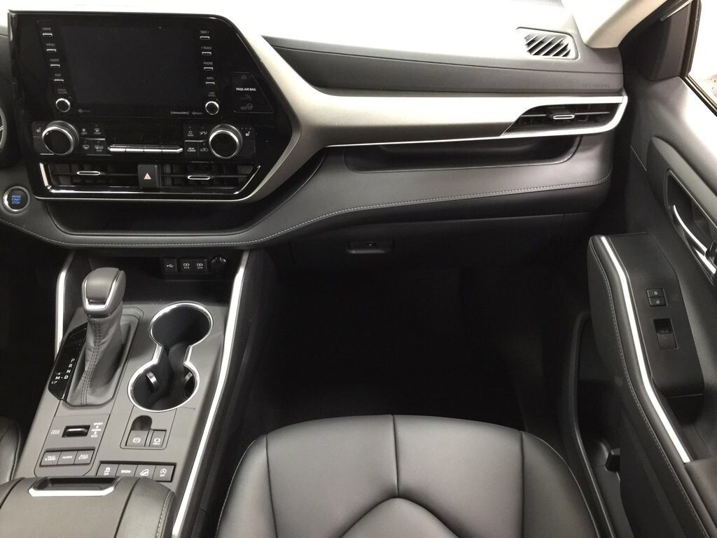 White[Blizzard Pearl] 2021 Toyota Highlander XLE Right Front Seat Photo in Sherwood Park AB