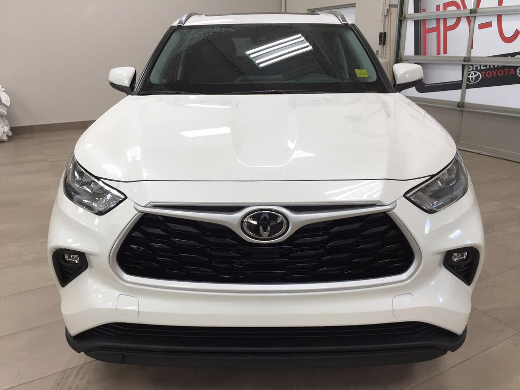 White[Blizzard Pearl] 2021 Toyota Highlander XLE Front Vehicle Photo in Sherwood Park AB