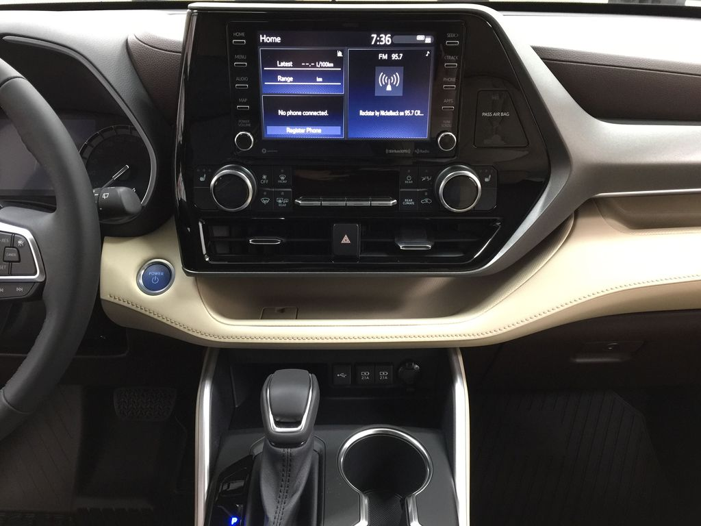 Blue[Blueprint] 2021 Toyota Highlander XLE Central Dash Options Photo in Sherwood Park AB
