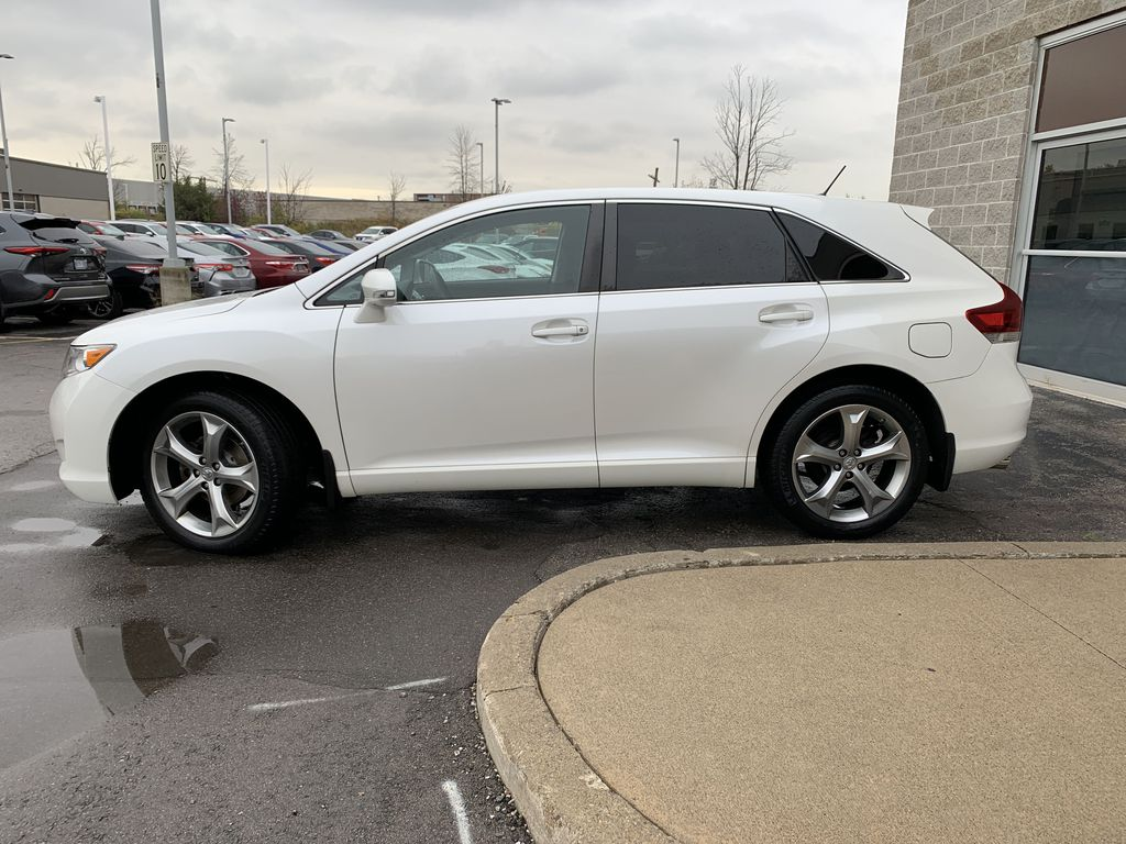 2015 Toyota Venza Left Front Rim and Tire Photo in Brampton ON