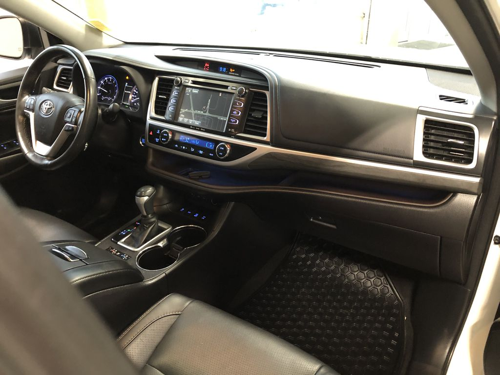 White 2017 Toyota Highlander Limited TV / Special Photo in Edmonton AB