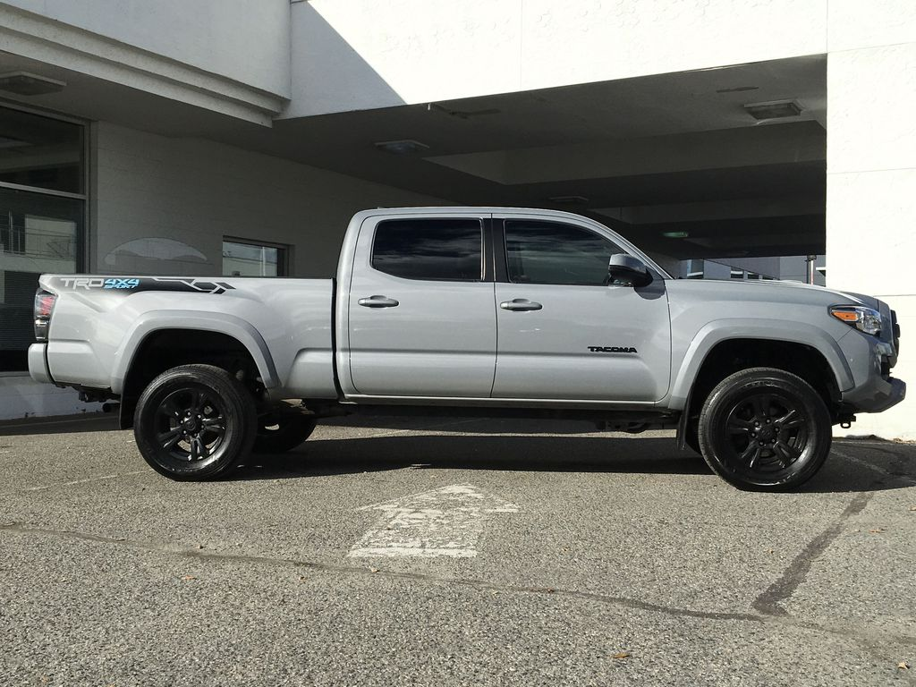 Gray[Cement Grey Metallic] 2018 Toyota Tacoma TRD Sport Right Side Photo in Kelowna BC