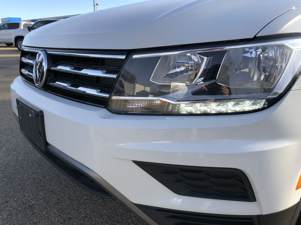 White[Pure White] 2019 Volkswagen Tiguan Left Front Head Light / Bumper and Grill in Edmonton AB