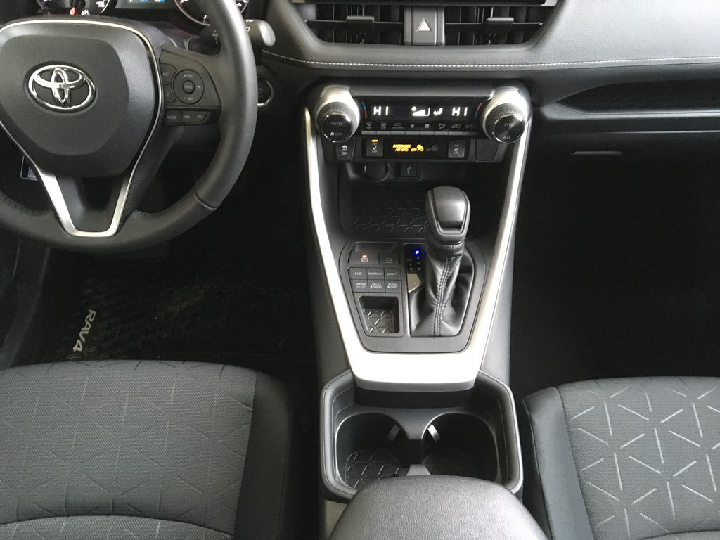 White[Super White] 2021 Toyota RAV4 XLE Center Console Photo in Kelowna BC
