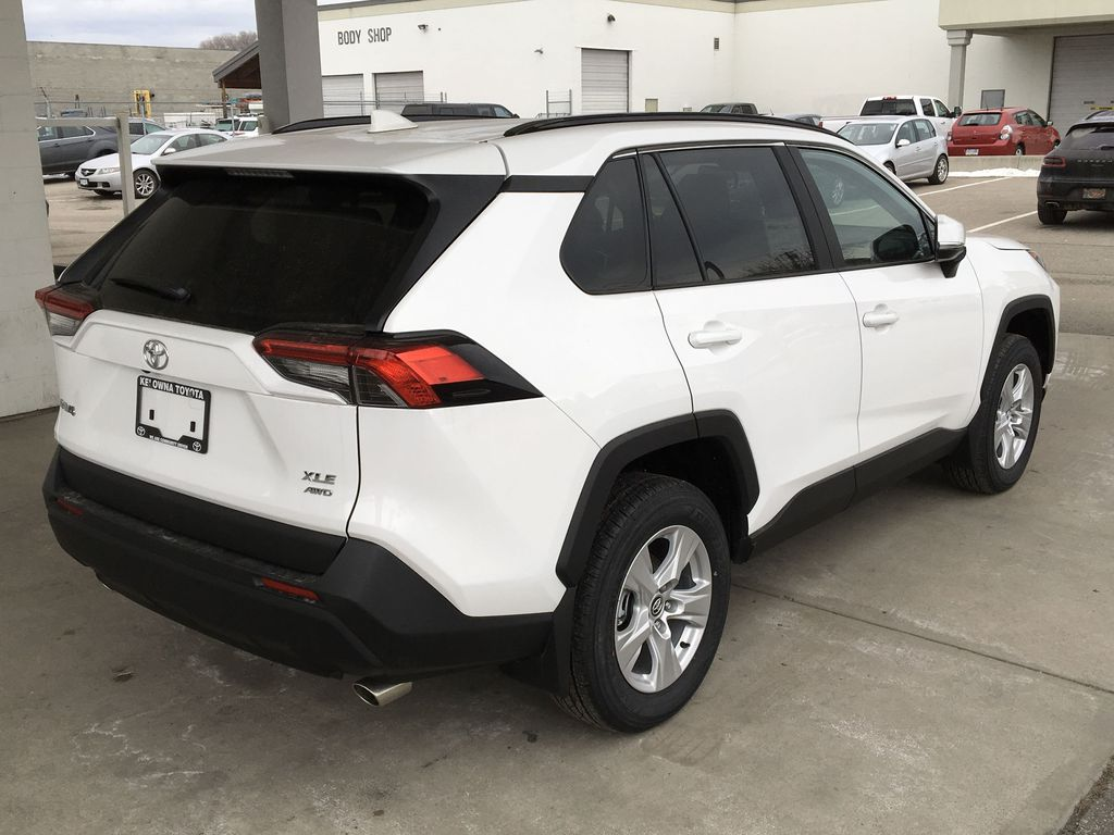 White[Super White] 2021 Toyota RAV4 XLE Right Rear Corner Photo in Kelowna BC